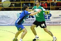 V zápase 17. kola Zubr extraligy házenkáři Zubří (zelené dresy) porazili Jičín 27:18.