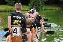 Tradiční klání dračích lodí na hladině rybníka Chmelník v Kelči; sobota 3. srpna 2019