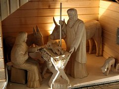 Výstava betlémů a ornátů v zámku v Lešné. Betlém z Lidečka od Aloise Zádrapy  240 ks figurek