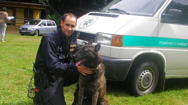 Policejní kynologové v Bystřičce na Vsetínsku jako jediní v republice využívají schopností holandského ovčáka.
