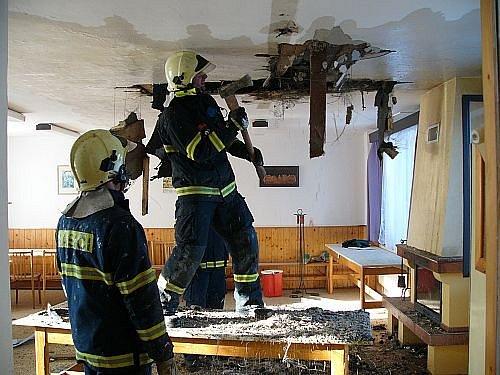 Požár rekreační chalupy u Vidče.