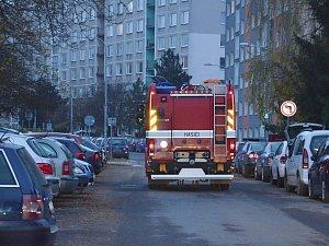 Hasiči vyjeli do valašskomeziříčského sídliště s osmimetrovou cisternou po 16. hodině. Do některých ulic se dostávali jen těžko.