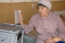 Svého volebního práva v sobotu využila stojednaletá Anežka Zacharová z Valašského Meziříčí. Voleb se účastní pokaždé, ať už v nich jde o složení městského či krajského zastupitelstva nebo českého a evropského parlamentu.