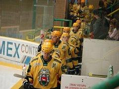 Hokejisté Vsetína (žluté dresy). Ilustrační foto.