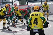 Hokejbaloví mladší dorostenci HBC Vsetín (na snímku z utkání s Jihlavou ).