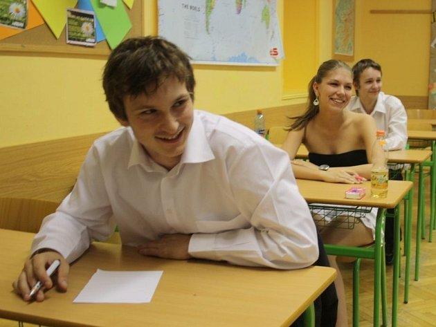 Poslední chvíle před písemným testem z českého jazyka u státních maturit.