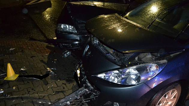 Při dvou víkendových nehodách (27. a 29. října 2017) ve Valašském Meziříčí se zranilo šest lidí. Škody dosáhly tří set tisíc korun.