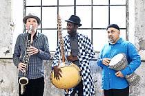Trio JMO - Jan Galega Brönnimann, Moussa Cissokho a Omri Hason.