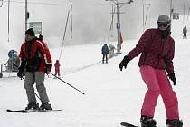 Ve skiareálu Sachova studánka v Horní Bečvě využili o víkendu 25. a 26. ledna 2014 poklesu teplot k zasněžování. Dobré podmínky k lyžování přilákaly na sjezdovku desítky lyžařů.