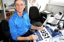 Vsetínský maratonec Jan Talaš s pamětní medailí z italské Marcialongy 2012.