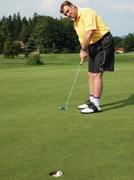 Golfista rožnovského Valašského golfového klubu Miroslav Bindač.