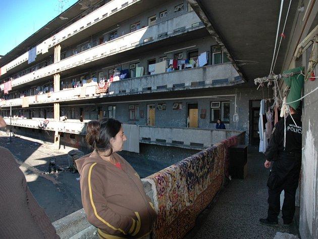 Vsetín vystěhoval romské rodiny z pavlačového domu v centru města, který byl ve špatném stavu.