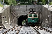 Slavnostní otevření zrekonstruovaného tunelu v obci Střelná.