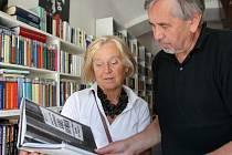 """Marcela Vajcerjová-Hofmannová, dcera malíře Karla Hofmana, je z jednání padělatele otrávená. """"Jméno otce je poškozeno,"""" říká výtvarnice. Na snímku při vydání knížky o otci."""