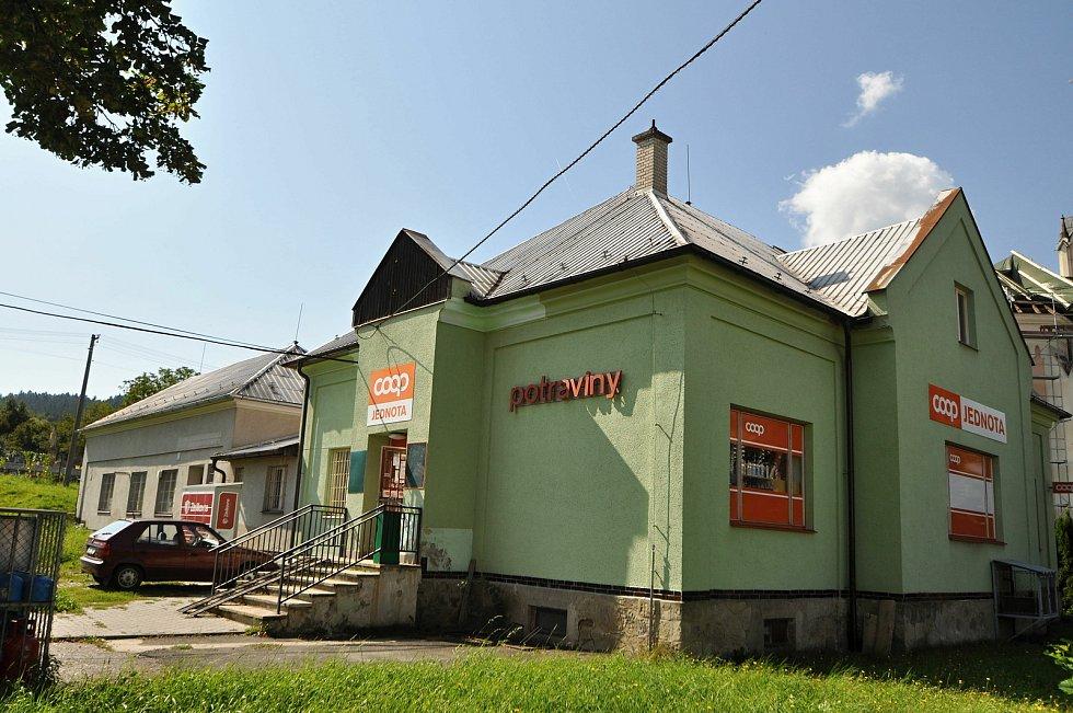 Vidče - prodejna potravin v centru obce