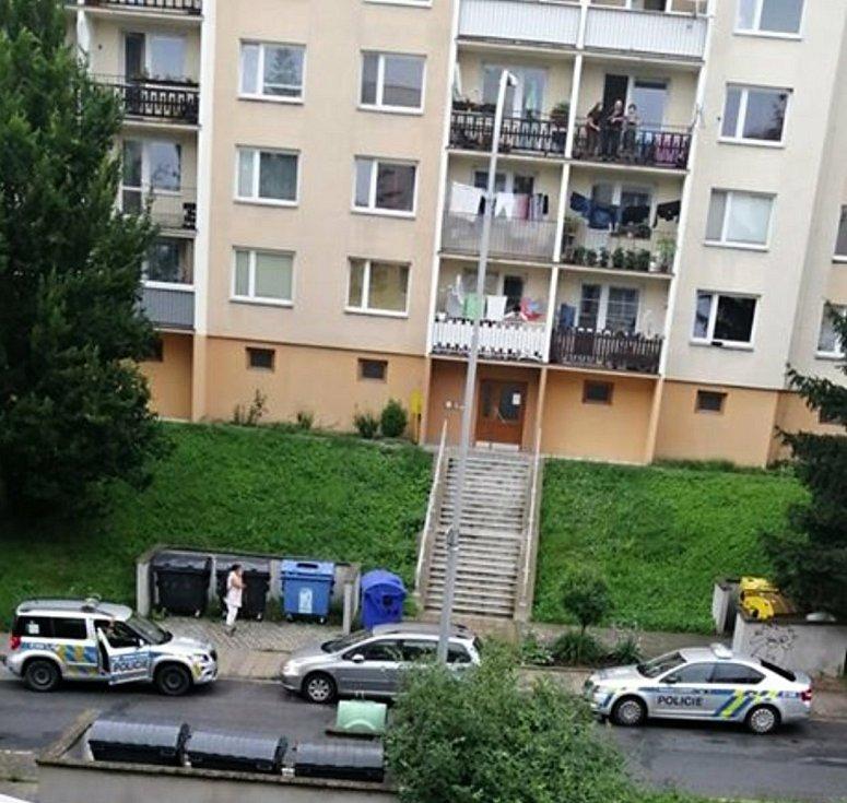 Na vsetínském sídlišti Sychrov se v úterý 21. července 2020 střílelo