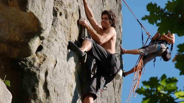 155. horolezecký klub ze Vsetína uspořádal o víkendu 6. - 7. září už jednapadesátý sraz horolezců na Čertových skalách v Lidečku.
