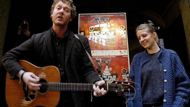 Markéta Irglová a Glen Hansard.