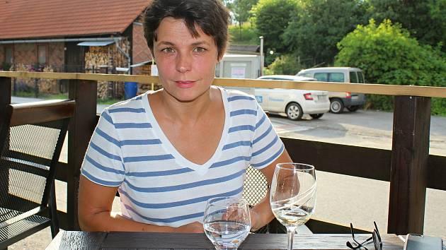 Renata Prokopová je česká herečka. Je rodačka ze Lhoty u Vsetína. Vystudovala DAMU a žije v Praze. Hrála v seriálech Rodinná pouta, Ulice, Modrý kód, Kriminálka Anděl či Bohéma. Činí se také na divadelních prknech.