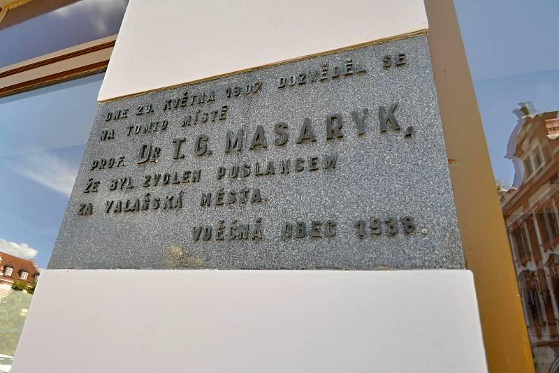 Valašské Meziříčí - památník upomínající zvolení T. G. Masaryka poslancem za valašská města.