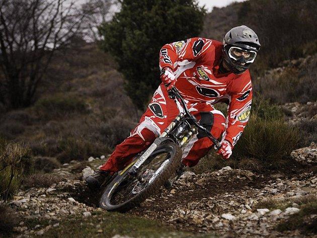 Jeden z členů KTR Racing týmu Matěj Charvát na snímku při ostrém tréninku na soustředění v Itálii. V závodě španělského šampionátu zazářil čtvrtým místem.
