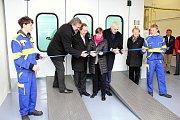 Novou lakovací kabinu uvedli slavnostně do provozu ve čtvrtek 20. dubna 2017 na odloučeném pracovišti Střední odborné školy Josefa Sousedíka ve Vsetíně na Bobrkách.