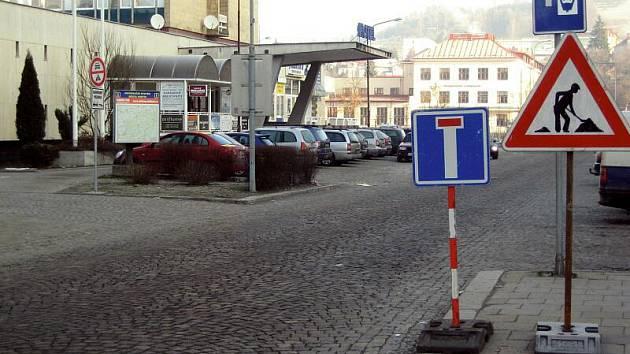 Od čtvrtka 10. února zdobí vsetínskou ulici Žerotínovu značka zákaz vjezdu.