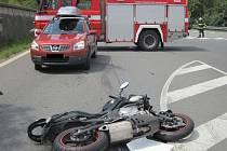 Ke srážce osobního vozidla s motocyklem došlo v pátek přibližně hodinu po poledni na silničním obchvatu ve Vsetíně.