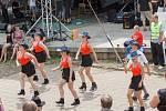 Taneční skupina Ruty Šuty z Kelče předvádí country tance na 21. ročníku festivalu Starý dobrý western v Bystřičce na Vsetínsku.