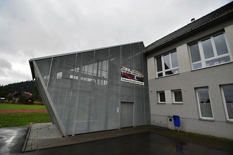 Halenkov - knihovna v Halenkově se stala Knihovnou roku 2020 ve Zlínském kraji i v celostátním kole. Sídlí v základní škole.