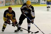 Amatérským hokejistům na mezitířském zimáku odstartovala další dlouhá sezona.