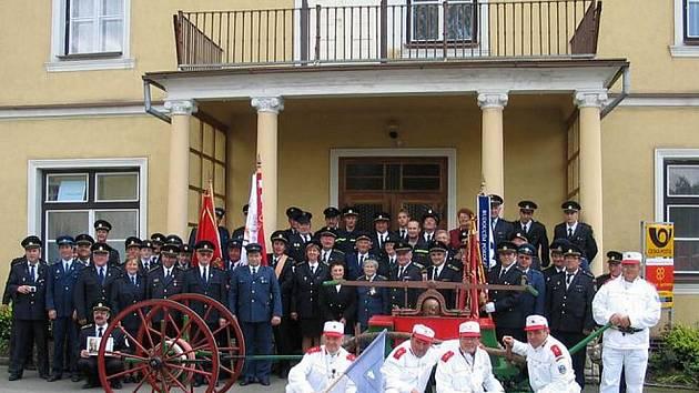 V roce 2005 oslavili branečtí hasiči 120 let trvání sboru a vysvětili prapor.