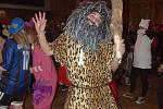 Na šestý ročník francovolhotského maškarního plesu se přišly pobavit na tři stovky návštěvníků. Převážná většina z nich dostála tradici a přišla v maskách.