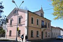 Odborná knihovna Valašského muzea v přírodě v Rožnově pod Radhoštěm se přestěhovala do opraveného Wilkova domu.