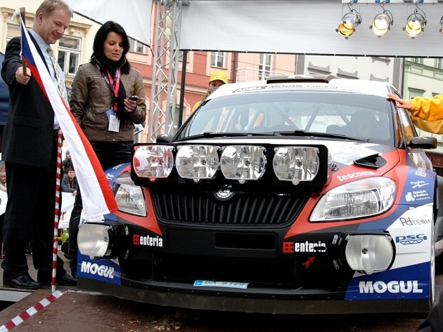 Náměstí ve Valašském Meziříčí opět po roce přivítá nejlepší české piloty, kteří změří síly ve 31. ročníku Bonver Valašské rally. Vše vypukne v pátek o půl šesté.