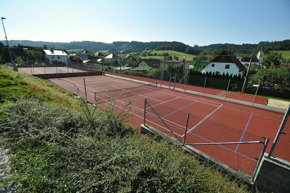 Vidče - nové víceúčelové hřiště v rekonstruovaném sportovně-kulturním areálu.