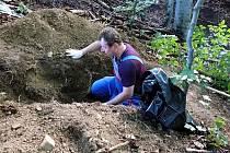 Exhumované pozůstatky německého vojáka poputují na hřbitov do Chebu.