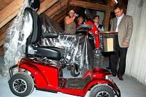 Ve Vsetíně v pondělí 8. listopadu 2010 otevřeli novou půjčovnu kompenzačních pomůcek pro lidi s tělesným postižením.