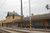 Výpravní budova vlakového nádraží ve Vsetíně. Ilustrační foto.