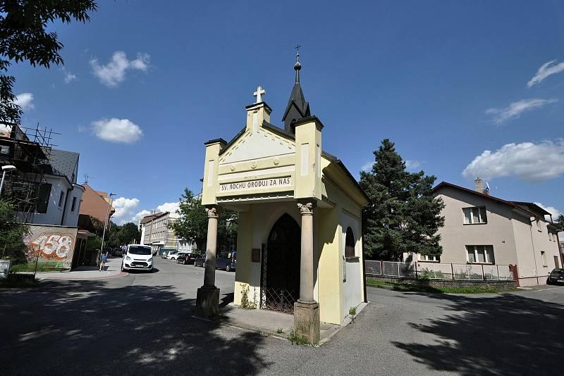 Valašské Meziříčí - kaple sv. Rocha ve Vrbenské ulici je jednou z mála památek, které přečkaly asanaci starého meziříčského předměstí a městečka Krásna v 60. a 70. letech 20. století.