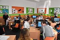 Rekonstrukce Základní školy Šafaříkova ve Valašském Meziříčí přinesla bezbariérový přístup do budovy, nový výtah i moderní jazykové učebny.