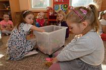 Do vsetínské mateřské školy v Rokytnici nastoupily děti 10. května 2021 po nucené, více než dvouměsíční covidové pauze.