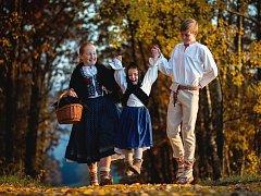 Děti z národopisného souboru Valášek si vyzkoušely život z dob jejich prababiček a pradědečků. Nechybí tradiční řemesla ani momentky z her dětí.