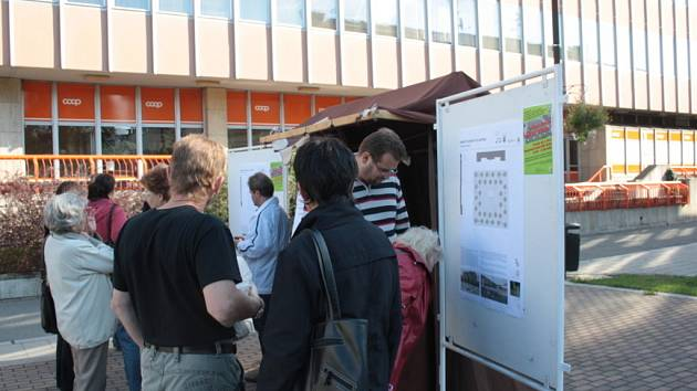 Lidé diskutovali o nových návrzích podoby náměstí Svobody.