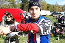 Účastník MS silničních motocyklů Lukáš Pešek na závodě v Brankách.