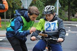 Sluchově postižení cyklisté zápolí v mezinárodní soutěži
