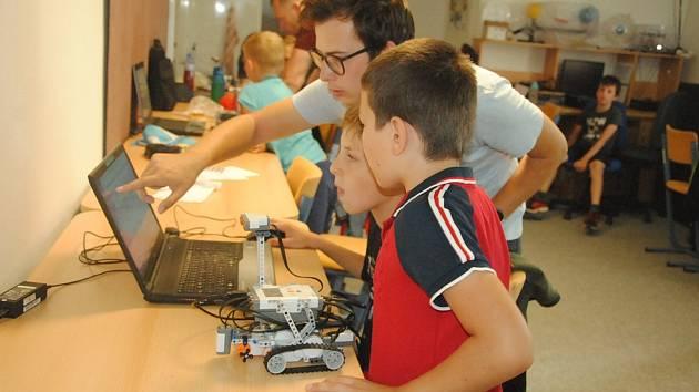 Programování robotů ve valašskomeziříčské hvězdárně.