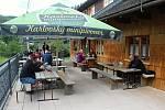 Velké Karlovice se těší velké oblibě turistů. Výjimkou nebyl ani poslední prázdninový týden roku 2020.
