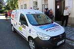 Nové osobní auto získala v úterý do užívání vsetínská Charita. Jejjí pracovníci ho budou využívat pro terénní pečovatelskou službu.