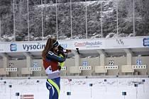 Biatlonistka Alžběta Juřičková ze Vsetína na střelnici.